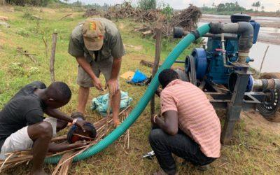 Ankunft der Wasserpumpen für die Feldbewässerung